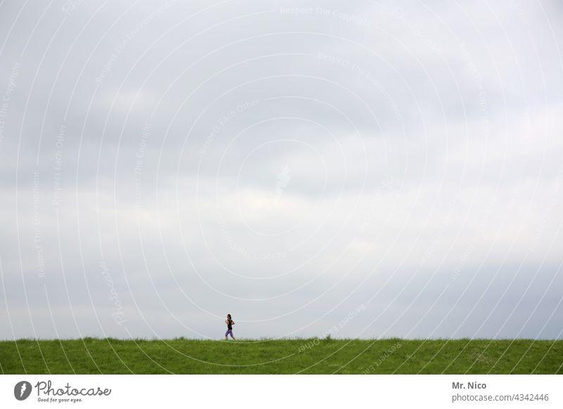 Joggen Natur grün Landschaft Sportler sportlich aktiv Ausdauer Fitness Training Marathon rennen laufen im Freien Energie Aktivität Bewegung Gesundheit Athlet