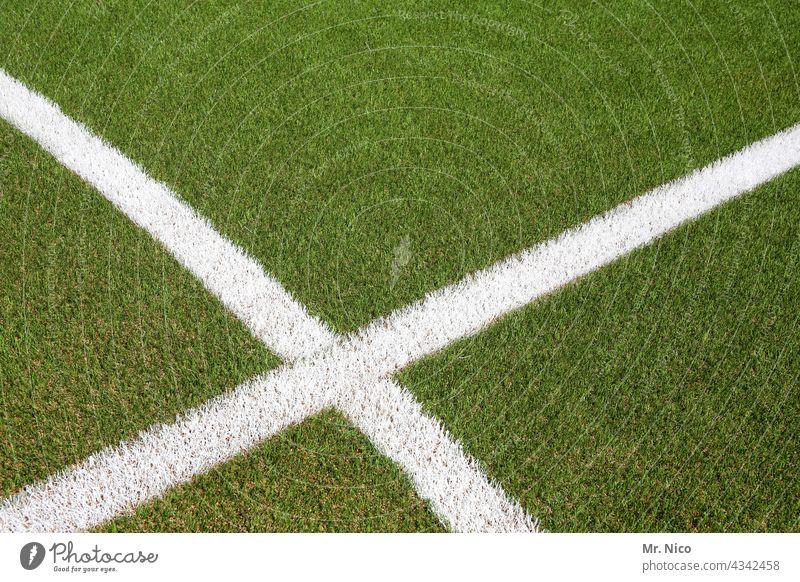 Markierungslinien x Spielfeld Fußballplatz Rasen Trainingsplatz grün Linie weiß grasgrün Sportrasen Kunstrasen Kunstrasenplatz Sportplatz Freizeit & Hobby Wiese