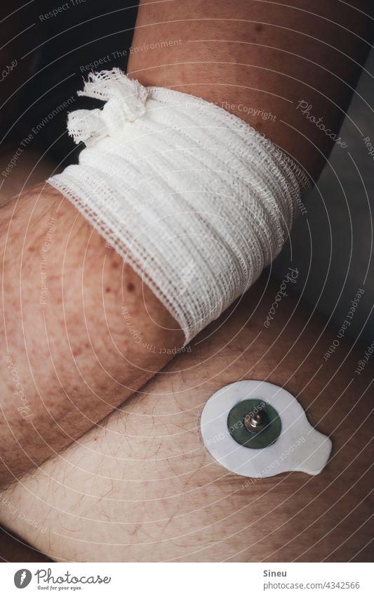 Elektrokardiogramm II Mann Stethoskop Gerät Instrument Behandlung Untersuchung Diagnostik EKG-Elektroden Belastungs-EKG Ruhe-EKG Langzeit-EKG Herzspannungskurve