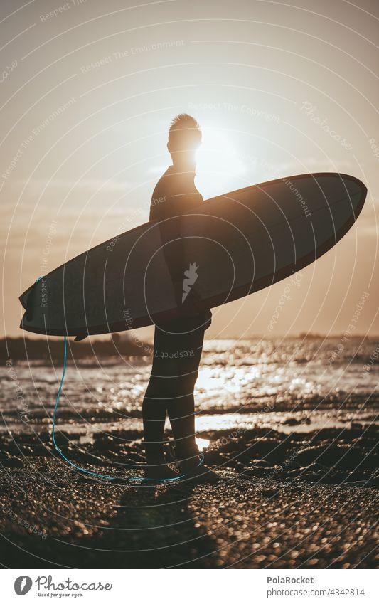 #AS# Surfer vor Surfen Surfbrett Surfschule Surfers Paradise Board Fuerteventura Kanarische Inseln Wassersport Extremsport Meer Wellen Strand Küste Sport