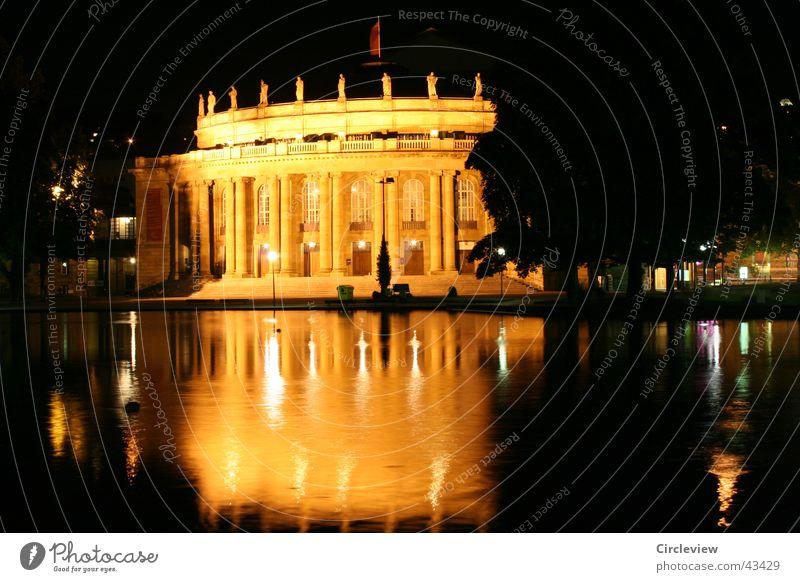 nachts untwegs Stuttgart Nacht Gebäude Langzeitbelichtung Reflexion & Spiegelung gelb Architektur Nachtaufnhame gold Wasser