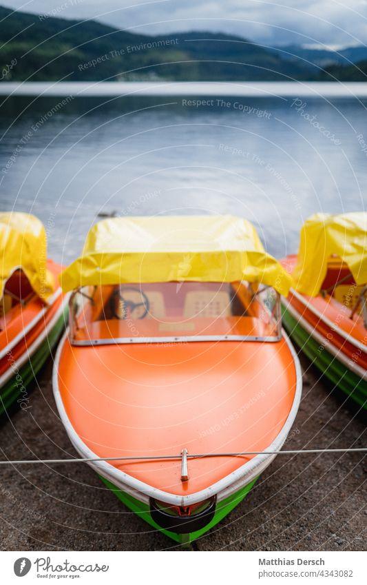 Boote am Titisee Schwarzwald Urlaubsort Urlaubsfoto Urlaubsstimmung Seeufer Tretboot