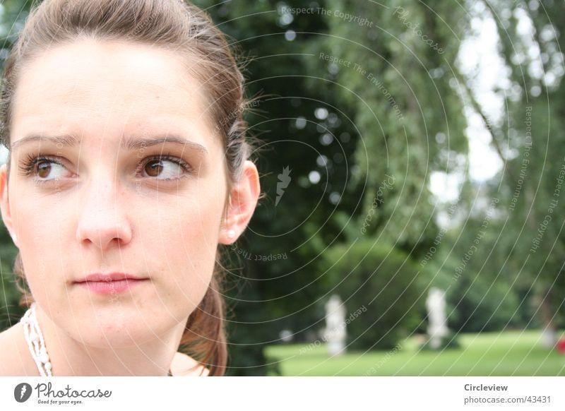 Dieses Schwesterchen... Frau Park Natur Porträt schwerster Gesicht Blick Auge Kopf woman glance hair Haare & Frisuren