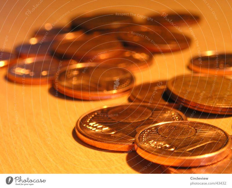 Kleingeld Arbeit & Erwerbstätigkeit braun Kraft orange Geld Erfolg Macht Dinge Reichtum Unternehmen Börse Kapitalwirtschaft Geldmünzen verlieren Wert Schatz