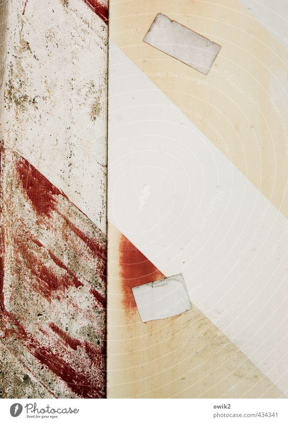 Wundschnellverband Metall Kunststoff Schilder & Markierungen Hinweisschild Warnschild Verkehrszeichen alt nah trashig Stadt grau rosa rot weiß Verfall