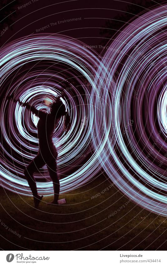 Lichtertanz Mensch schön Erwachsene feminin Kunst Körper elegant Tanzen leuchten verrückt ästhetisch Künstler Maler Lichtspiel 30-45 Jahre Lichtmalerei