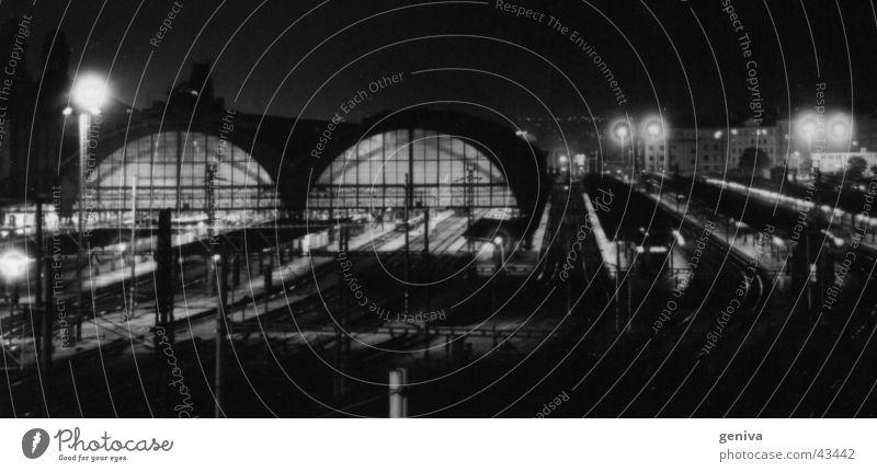 HBF in Prag Hauptbahnhof Eisenbahn Langzeitbelichtung Nacht Architektur Bahnhof