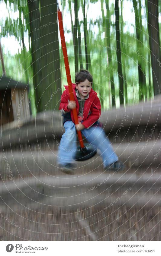 jumpingjoshua Kind Mann springen Spielen Bewegung maskulin Schaukel