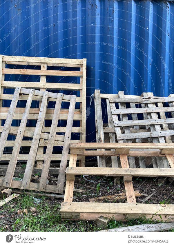 palettenweise. Palette Paletten Holz Außenaufnahme Farbfoto Menschenleer Stapel Güterverkehr & Logistik Industrie Versand Spedition Lager Business Container
