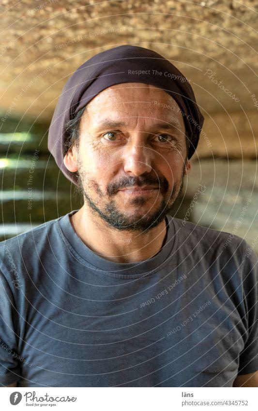 sympathisch auf Tour l Parktour HH 2021 Mann Porträt Blick in die Kamera Lächeln Mensch Außenaufnahme Erwachsene Freundlichkeit Gesicht Zufriedenheit