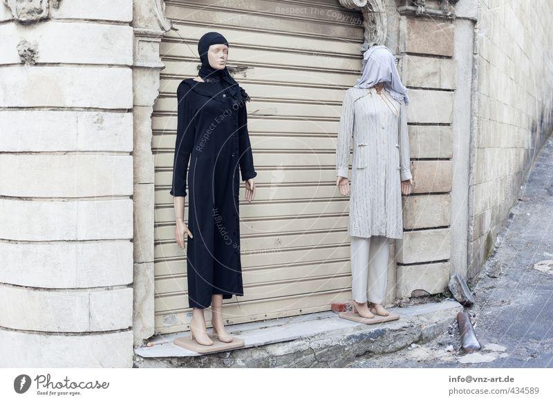 swing Dorf Stadt Altstadt Fußgängerzone Menschenleer Haus Einfamilienhaus Mauer Wand grau weiß Konflikt & Streit Schaufensterpuppe Kopftuch Istanbul Türkei
