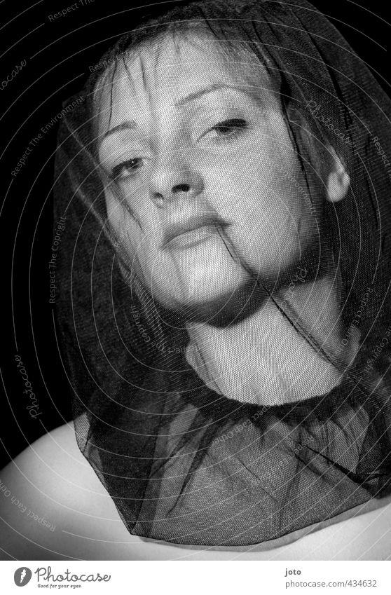don't let go... Frau Jugendliche schön Junge Frau Erotik dunkel Erwachsene Traurigkeit feminin Stil Tod Mode elegant Schutz Trauer Glaube