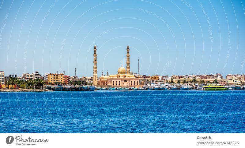 viele Schiffe in der Hkrgada Marina im Roten Meer Afrika Hurghada Rotes Meer Bucht Strand blau Blauer Himmel Blauwasser Boot Bootsfahrt Boote Boote gebunden