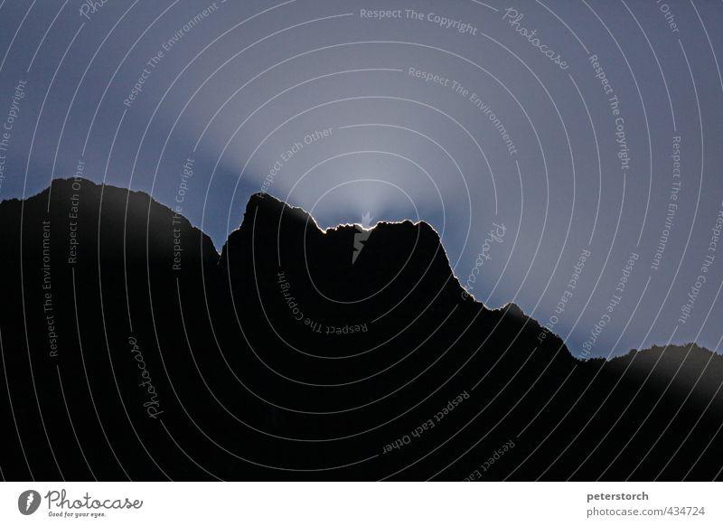 Silhouette Himmel Ferien & Urlaub & Reisen blau Landschaft schwarz Ferne Berge u. Gebirge außergewöhnlich Horizont leuchten hoch Schönes Wetter Beginn Gipfel