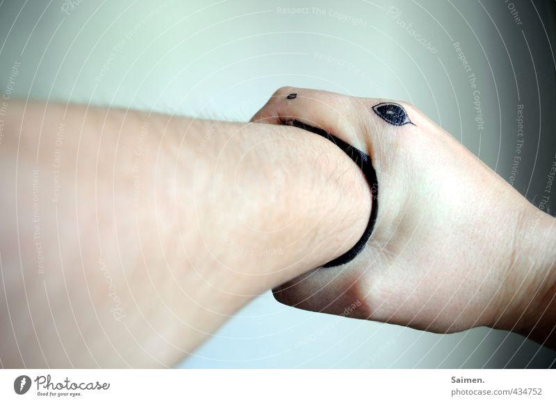 schlangenbiss Arme Hand Schlange 1 Tier skurril Schlangenbiss gemalt bemalt Comic Kreativität Auge Schmerz Biss beißen Farbfoto Gedeckte Farben Innenaufnahme