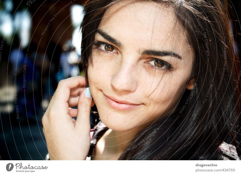 Nahaufnahme des lächelnden Mädchens Mensch feminin Junge Frau Jugendliche Erwachsene Leben 1 18-30 Jahre Park Stadt Haare & Frisuren langhaarig Coolness