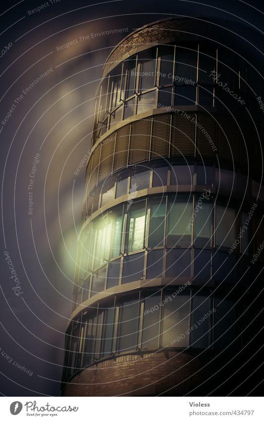 ...darkside Haus Hochhaus Gebäude Architektur Fassade Fenster dunkel Angst Bürogebäude Doppelbelichtung Farbfoto Experiment Unschärfe