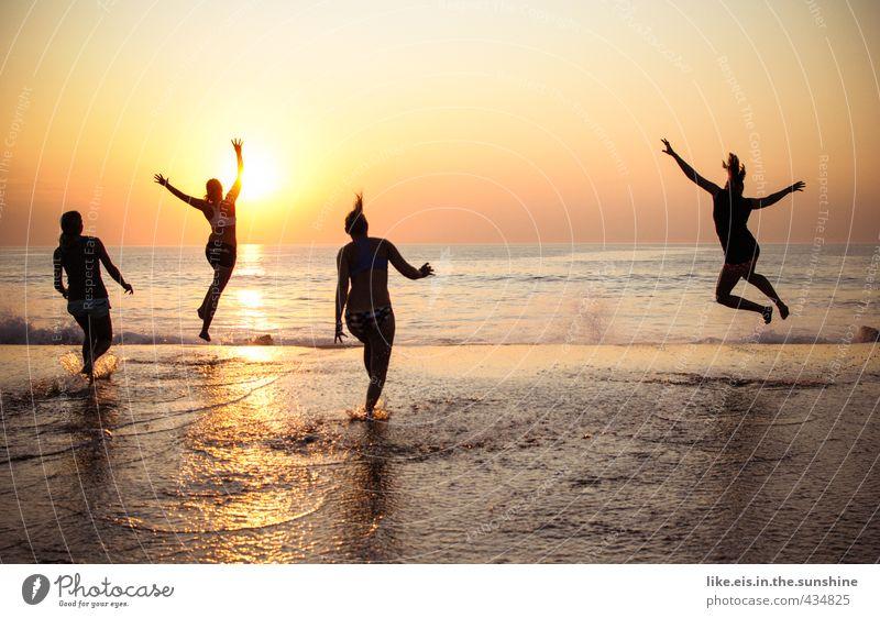 endlich ferieeeeeeeeeeeeen! Mensch Frau Natur Jugendliche Ferien & Urlaub & Reisen Meer Junge Frau Freude Strand Ferne Erwachsene 18-30 Jahre Leben Gefühle feminin Freiheit