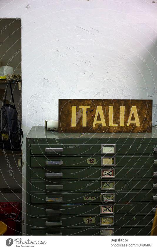 Alte Kommode Italien Archiv Schubladen Italienisch schriftlich Pfand geheim Sekretärin Möbel Klassenraum Innenbereich künstlerisch