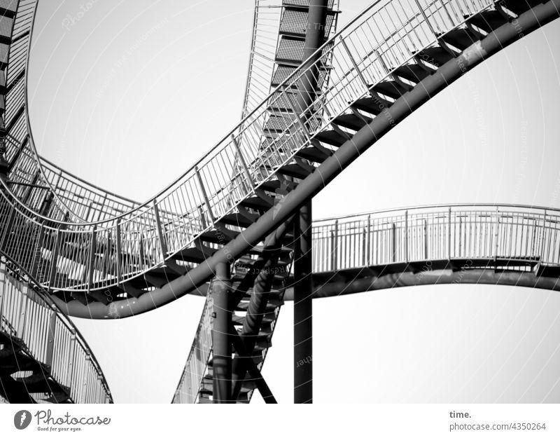 Stufen der Kunst (4) bauwerk architektur treppengeländer Tiger and Turtle schwingung kunstwerk stahl metall bogen kurvig kreativ konstruktion idee künstlerisch