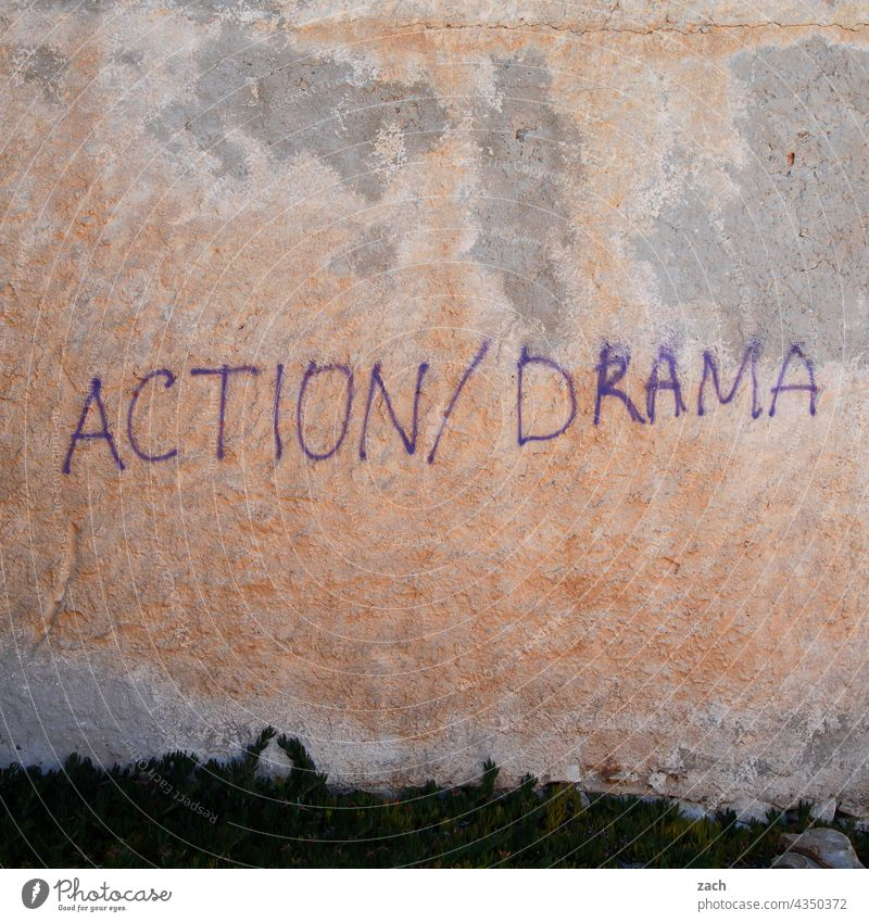 Action/Drama Aktion dramatisch Wand Fassade Graffiti Schriftzeichen Schmiererei Buchstaben Mauer Wort