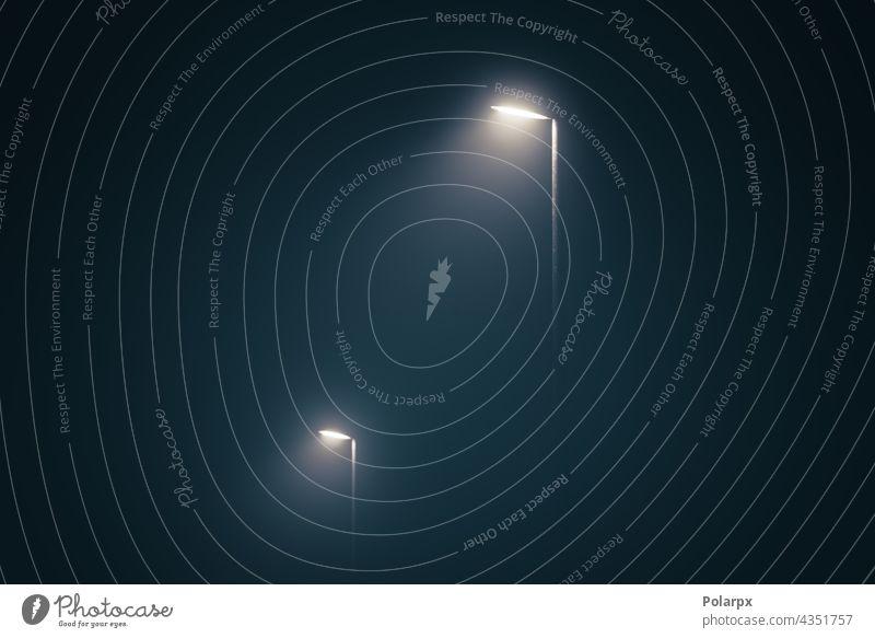 Straßenlaternen am nebligen Abend Thriller Mysterium Nebel Tristesse Weg pedastrisch Park ruhig mystisch Konzept glühen Laterne stumm Gasse Mitternacht