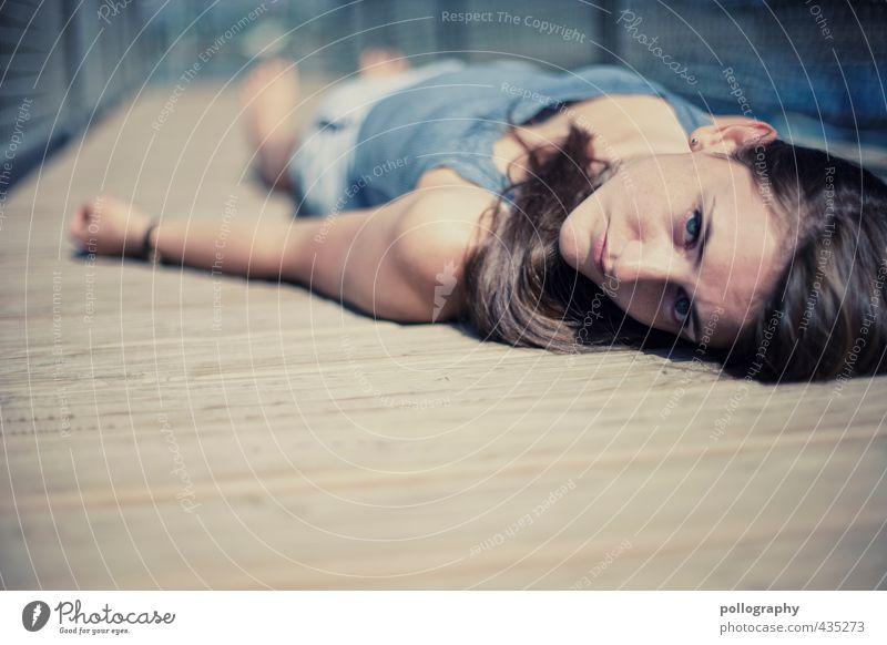 1, 2 oder 3 (I) Mensch feminin Junge Frau Jugendliche Erwachsene Leben Körper Kopf 18-30 Jahre Sommer Schönes Wetter Brückengeländer Holzfußboden Holzbrett
