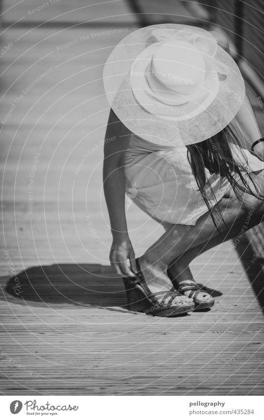 a summer day VI Lifestyle Ferien & Urlaub & Reisen Mensch feminin Junge Frau Jugendliche Erwachsene Leben Körper 1 18-30 Jahre Schönes Wetter Kleid Damenschuhe