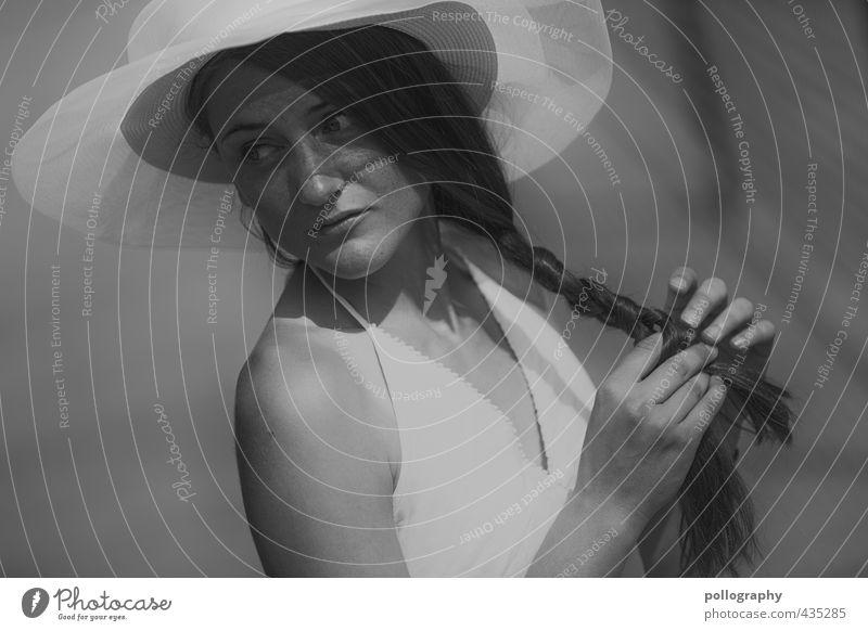 a summer day VIII Lifestyle schön Mensch feminin Junge Frau Jugendliche Erwachsene Leben Körper 1 18-30 Jahre Sommer Schönes Wetter Mode Kleid Hut