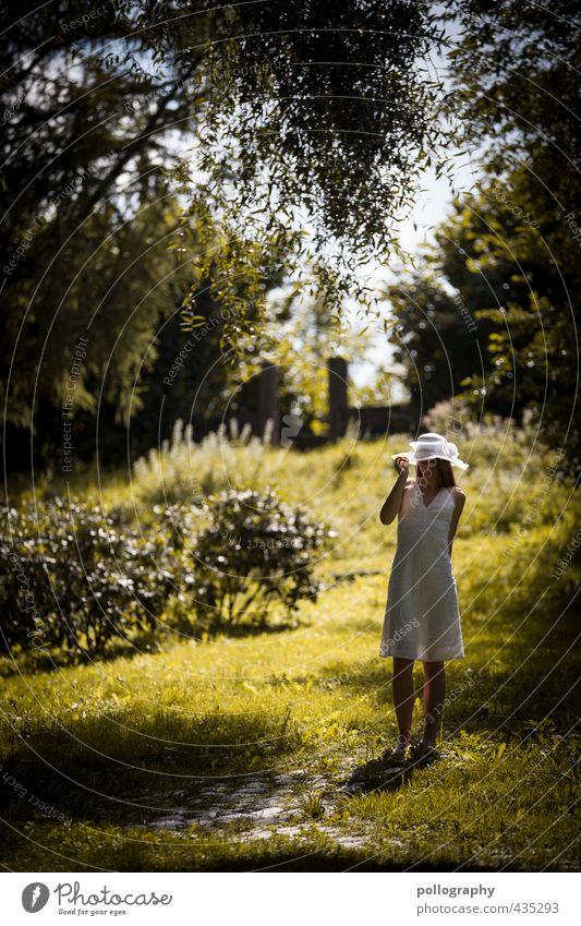 a summer day Mensch Frau Himmel Natur Jugendliche schön Pflanze Sommer ruhig Landschaft Junge Frau Erwachsene Umwelt 18-30 Jahre Wiese Leben