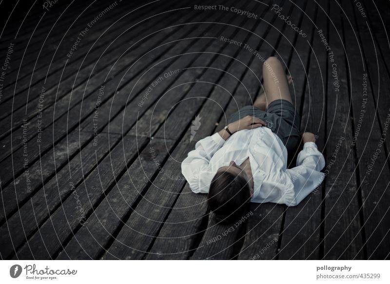 endlich mal ruhe Mensch Frau Jugendliche Sommer Erholung Einsamkeit ruhig Junge Frau Erwachsene 18-30 Jahre Leben feminin Gefühle Traurigkeit Mode liegen