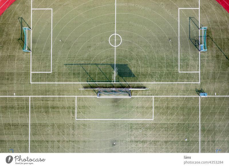 Multiplayer Playground Spielfeld Sport Ballsport Sportplatz Freizeit & Hobby Menschenleer Außenaufnahme Fußballplatz Tore grün Sportrasen Rasen Linie