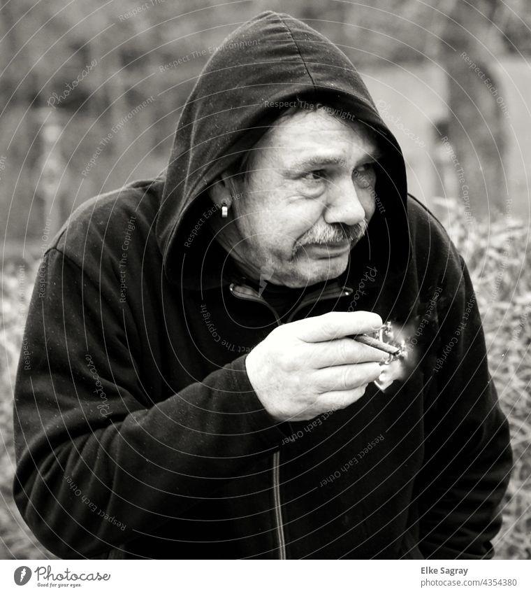 Raucherhusten....besser erst garnicht anfangen Mensch Gesicht Mann Bart Schwarzweißfoto maskulin Kopf Tag Außenaufnahme Blick Schwache Tiefenschärfe