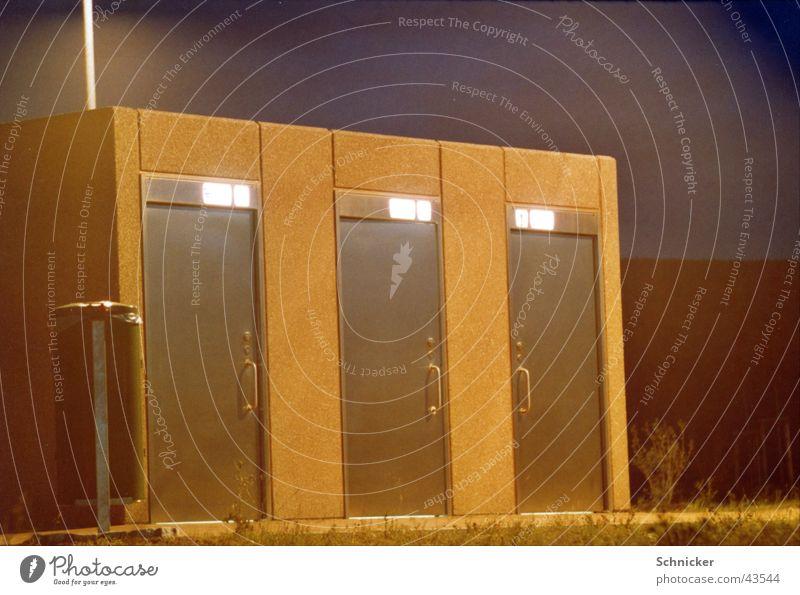 Toiletten Häuschen Architektur Autobahn Nachtaufnahme Rastplatz