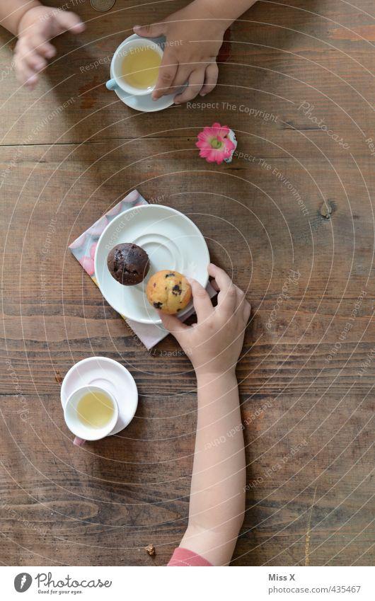 Teeparty Lebensmittel Kuchen Ernährung Essen Kaffeetrinken Getränk Geschirr Freizeit & Hobby Spielen Kinderspiel Feste & Feiern Geburtstag Mensch Mädchen