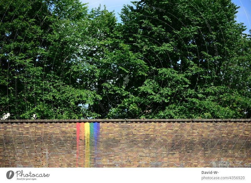 Regenbogenfarben auf einer Backsteinmauer - Symbol Pride Vielfalt bunt Farbe pride Diversität divers Freiheit Toleranz Gleichstellung Kunst Design