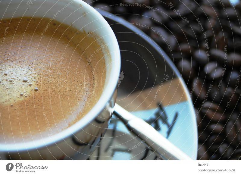 Espresso Lebensmittel Ernährung Getränk Kaffee lecker Tasse Löffel Bohnen Kaffeetrinken Untertasse Heißgetränk Besteck Kaffeeschaum