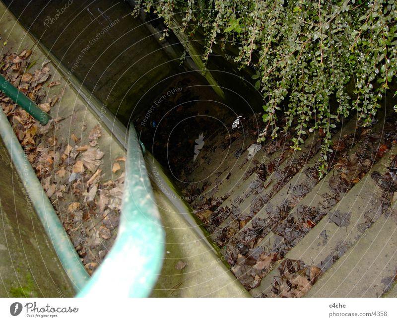Bunker.Treppe Beton verrückt Geländer steil Bunker