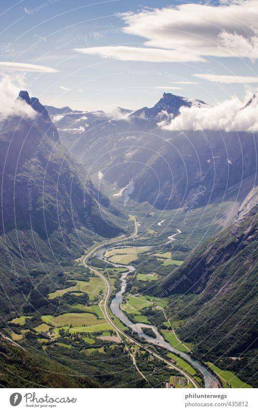 Trollveggen Himmel Natur Ferien & Urlaub & Reisen Sommer Sonne Landschaft Wolken Ferne Berge u. Gebirge Umwelt Wärme Tourismus wandern Ausflug Lebensfreude