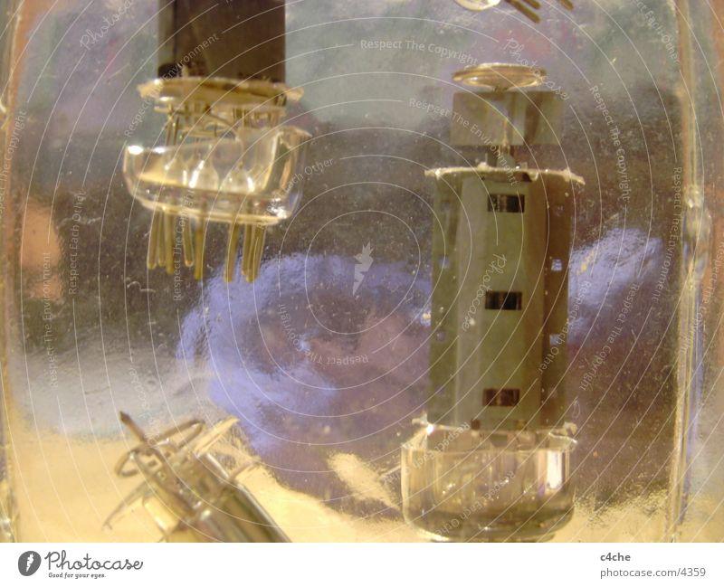Elektrik_im_Glas Elektrisches Gerät Dinge Kabel Elektronik Röhrenfragmente Nahaufnahme