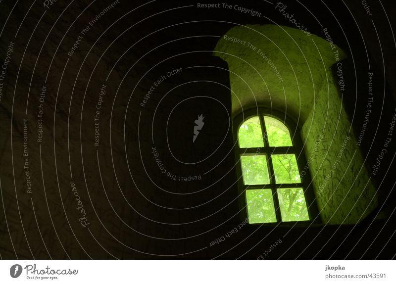 das fenster Turm Architektur Fenster dunkel Hoffnung Angst gefangen Justizvollzugsanstalt Farbfoto Schatten Kontrast Silhouette Gegenlicht