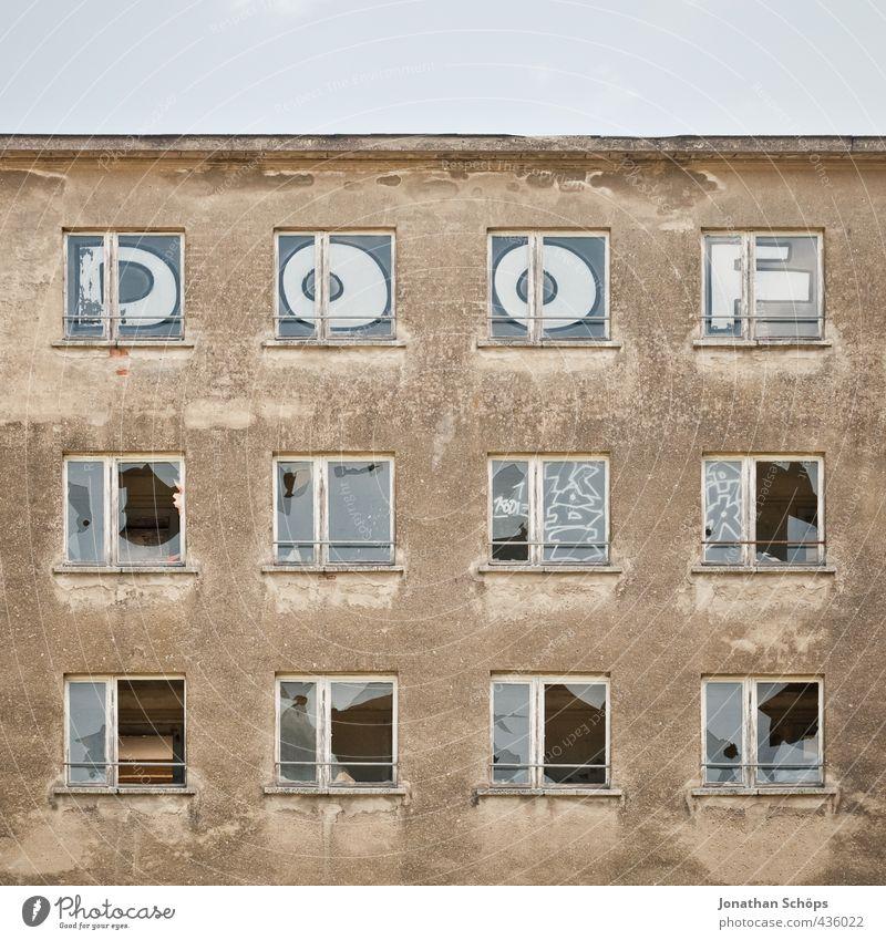 DOOF Erholung Haus Graffiti Wand Mauer lustig Architektur Gebäude Autofenster Fassade mehrere Bauwerk Ostsee dumm DDR Rügen
