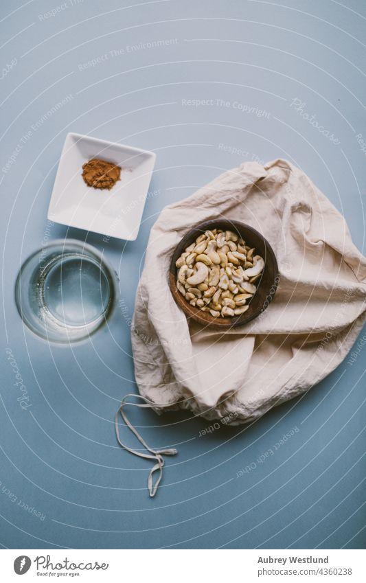 Zutaten für Cashewmilch Blogger blau Cashewnuss Cashewnüsse Kaffee Koch Essen zubereiten Milchkännchen essen Lebensmittel Gesundheit heimwärts selbstgemacht