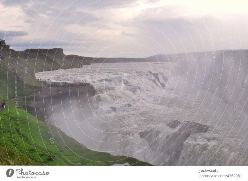 Wasserfall des Flusses Hvítá Natur Island Landschaft Urelemente Umwelt Gullfoss Panorama (Aussicht) Naturgewalt strömen Schlucht Kaskade Wolken Himmel fließen