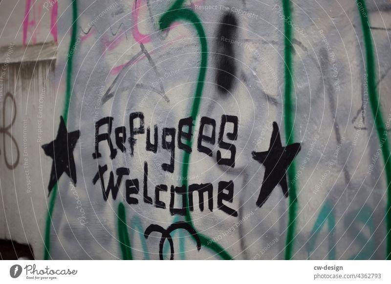 Refugees Welcome - gezeichnet & gemalt refugee refugees refugees welcome Willkommen willkommenskultur willkommenskulur willkommen heißen Schriftzeichen Farbfoto