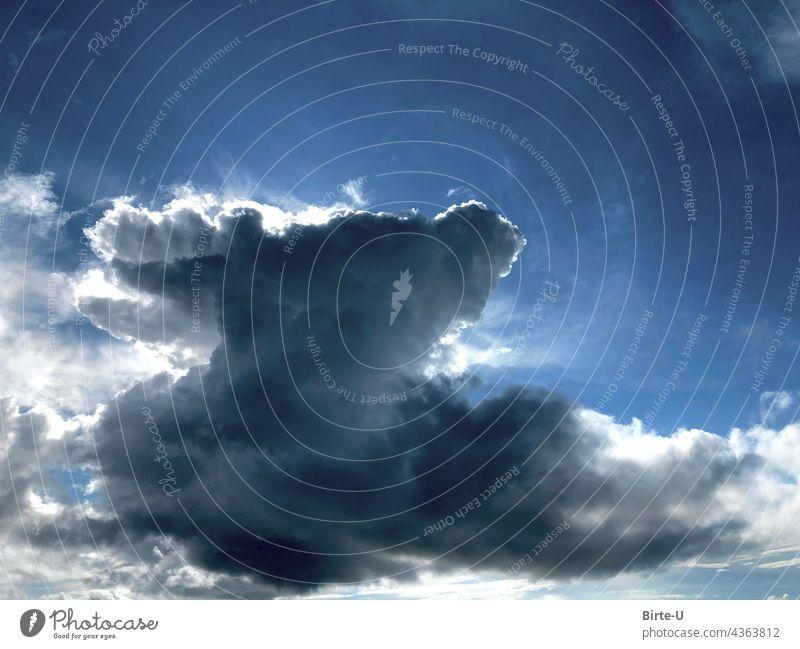 Dramatische Wolke vor der Sonne Himmel versteckte Sonne Blauer Himmel Wetter Weite Universum Schatten Natur Tag schönes Wetter Menschenleer Landschaft Umwelt