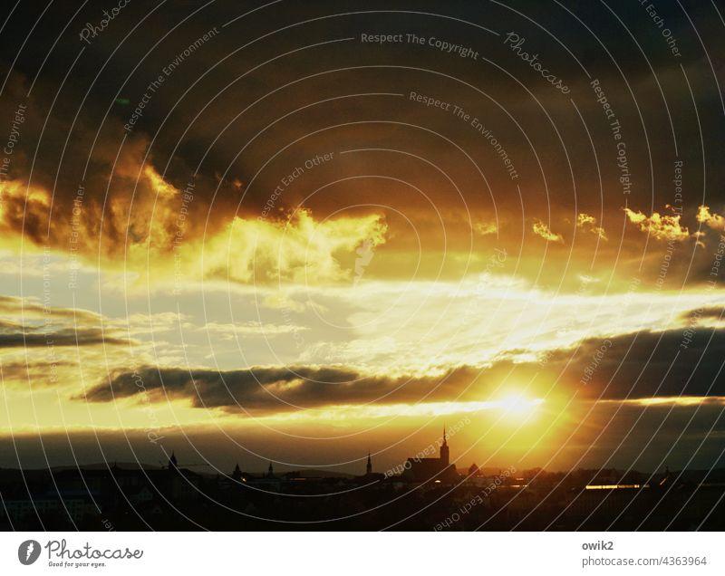 Leit mei Feier Bautzen Skyline Dom Stadtsilhouette Himmel Sonne Kirche Kirchturm Kirchturmspitze Altstadt Wolken Ferne Schönes Wetter gigantisch glänzend