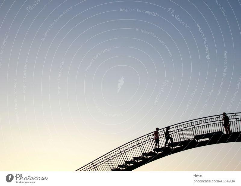 Stufen der Kunst (5) kunst künstlerisch idee konstruktion kreativ kurvig treppe bogen metall stahl kunstwerk schwingung Tiger and Turtle geländer