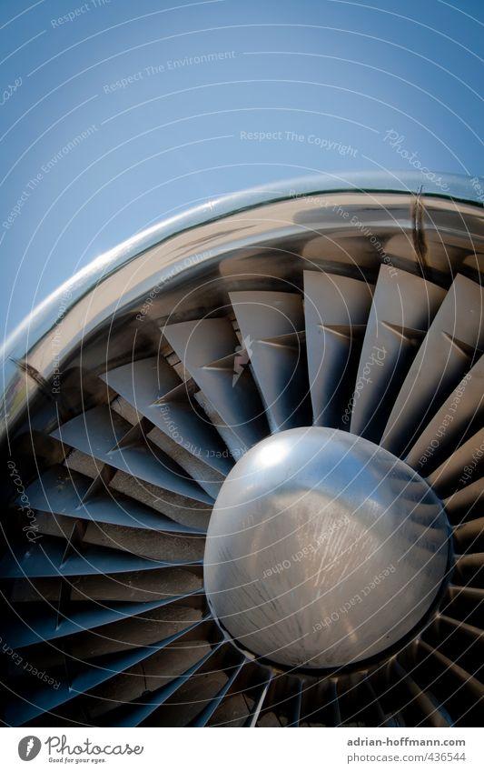 Düsentrieb Himmel blau grau Metall Luft fliegen Verkehr frei Luftverkehr Flugzeug Technik & Technologie rund Güterverkehr & Logistik Stahl Flughafen silber