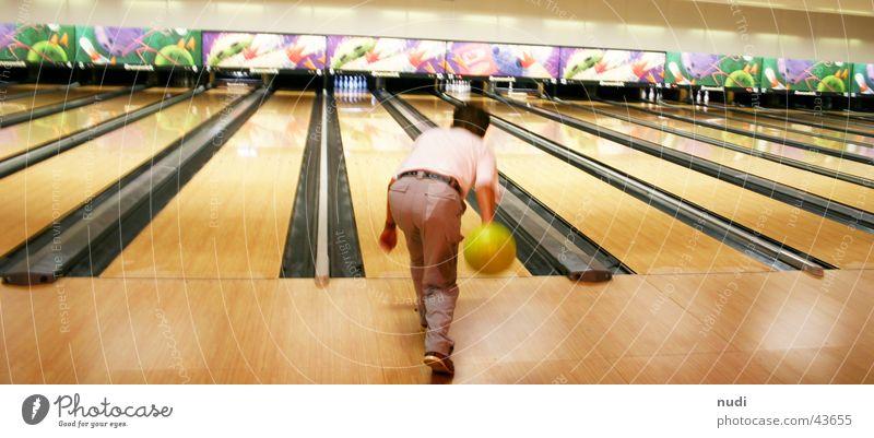 play with me Bowling Licht Aktion Kegeln Sport Kugel Eisenbahn werfen Unschärfe Ferne